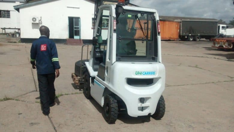 UniCarriers UK donates fork lift truck to Transaid in Zambia